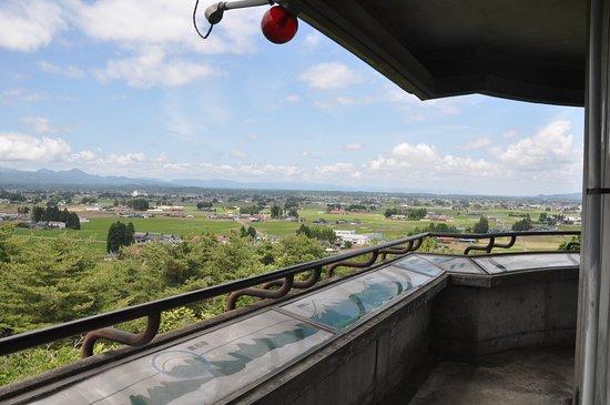 Oshu, Jepang: 展望台から見た胆沢平野の山居集落