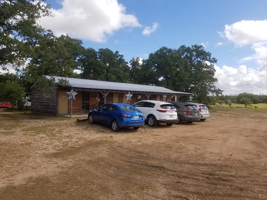 Night Bird Ranch: Cabin with 4 bedrooms. Parking right outside your door.