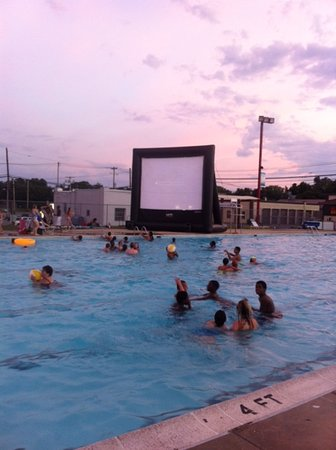 Hagerstown, MD: Movie at the Pool Night