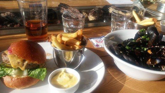 Hampton Bay: Black Angus Burgeri ja Simpukat aasialaisittain