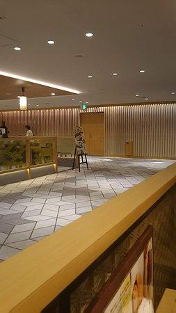 Sachifukuya Cafe, Osaka International Airport: 通路の景色