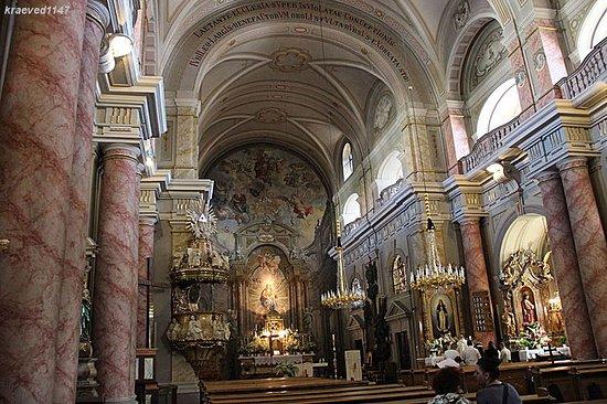 Biserica Romano Catolică: Внутреннее убранство храма