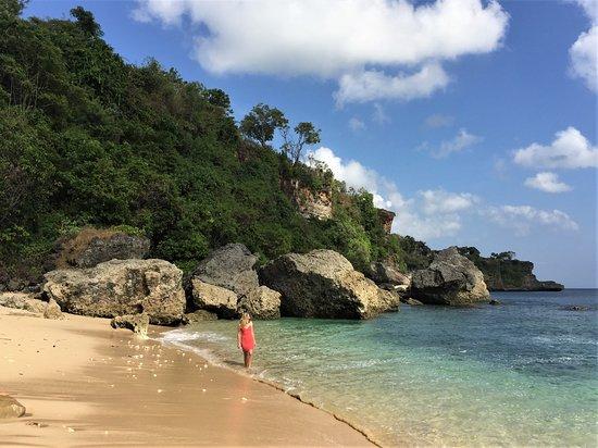 Milo's Home: Private beach, a few steps away