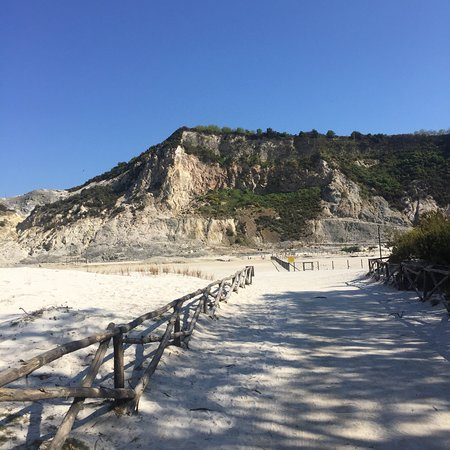 how to get to solfatara from naples