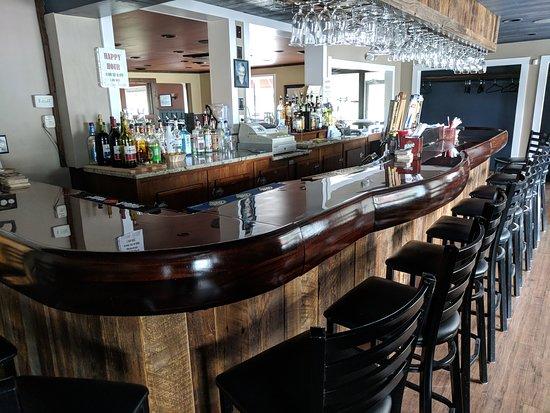Lewis' Restaurant Bar room