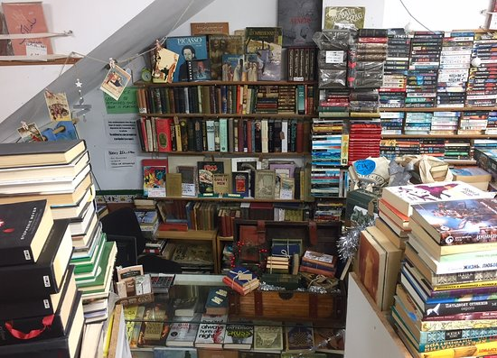 Nerja Book Centre: New look of the counter area
