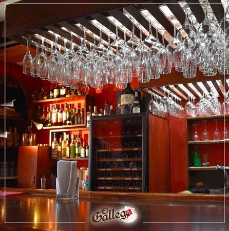 El Gallego: Nuestro bar siempre esta listo para ofrecerte los mejores tragos