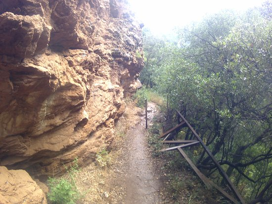 Neda Waterfalls: chemin assez dangereux