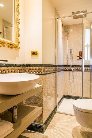 Hotel Santo Stefano: Bagno Camera Quadrupla