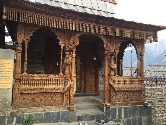 Kalpa, Hindistan: The entrance to the Temple