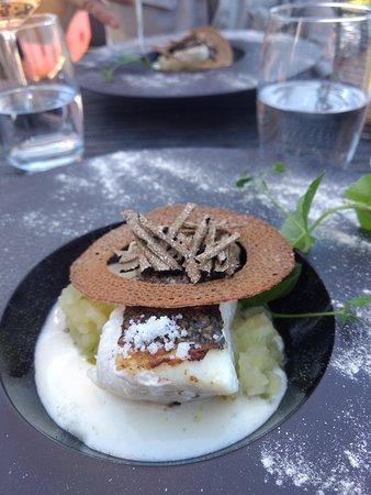 Guidel-Plage, France: plat principal merlu avec pomme de terre et vrai truffe