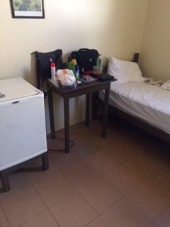 Miracema do Tocantins, TO: Frigobar, mesa de apoio e cama de solteiro com ótimo colchão