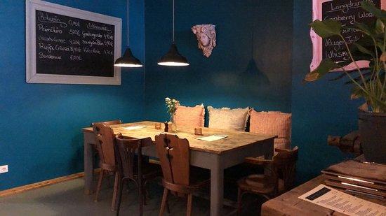 Tapas and Friends: Restaurant