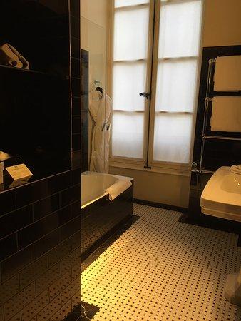 Bathing area in Deluxe Room