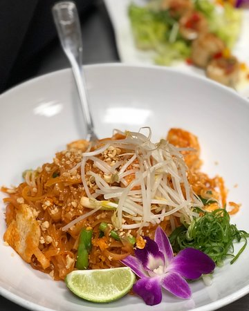 Jo Bistro: Chicken & Shrimp Pad Thai