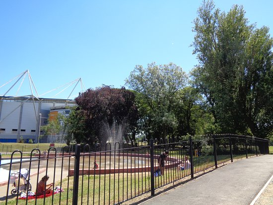 West Park: The fountains.