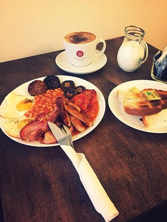 Bounceback Cafe: Full Irish Breakfast served until 11:30 Monday-Friday and Saturday all day !