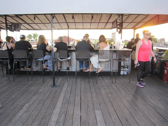 The Rooftop @ The Vendue: Rooftop bar