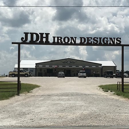 Valley Mills, TX: store front