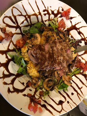 Oceanside Beach Bar and Grill: great salad