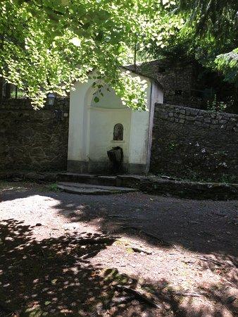 Rezzo, Italien: La fontanella nel cortile