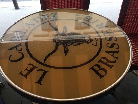 Le Carladez: Logotipo nas mesas
