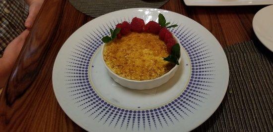 Aureole: Vanilla creme brulee with raspberries