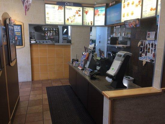Лост-Хиллз, Калифорния: Counter & service area.