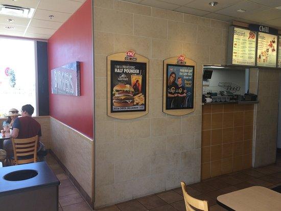 Лост-Хиллз, Калифорния: Service area & front seating.