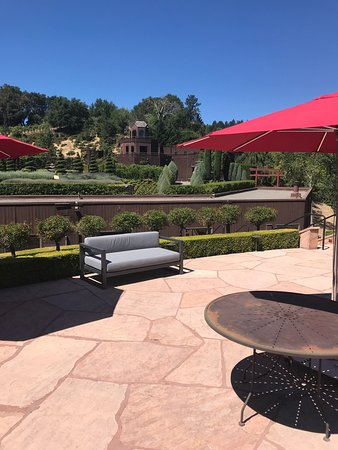 Newton Vineyard: The patio with an amazing view