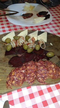 Fuzine, Croacia: chees, boar salamy and deer prosciutto
