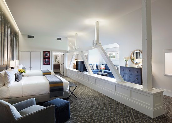 Lodge at the Presidio: A photo of our single 2 Queen suite, with an additional sitting area and pull out