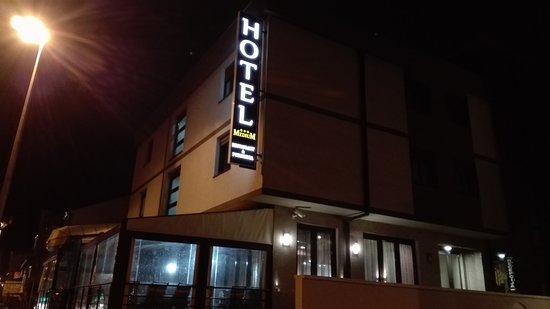 Hotel Medium: Hotel exterior