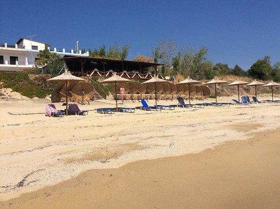 Ellinas: Blick vom Meer zur Taverne