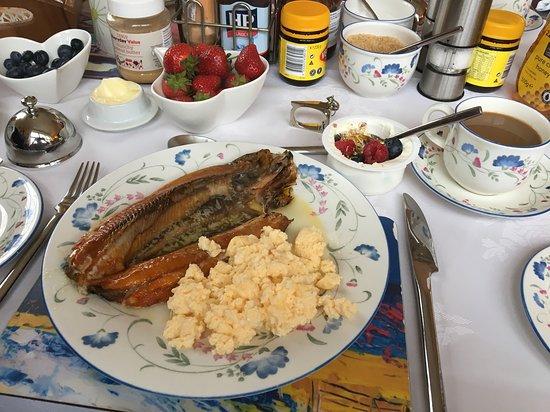 Edencoille Bed & Breakfast: Breakfast, Kippers & Scrambled eggs, yogurt