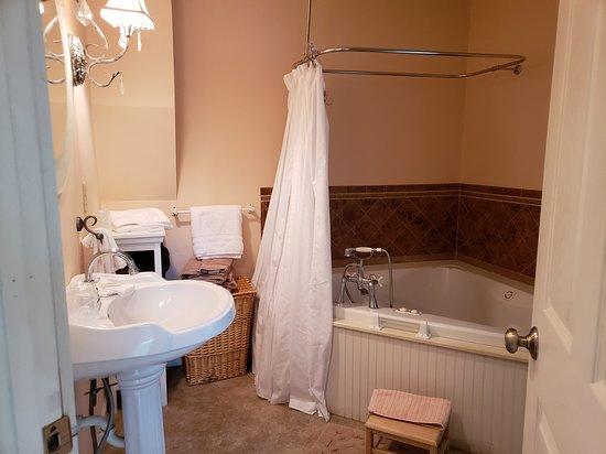 Kimmell, IN: The Summer Kitchen bathroom
