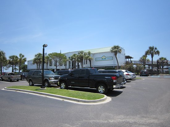Folly Beach Fishing Pier: Parking lot in front of the pier