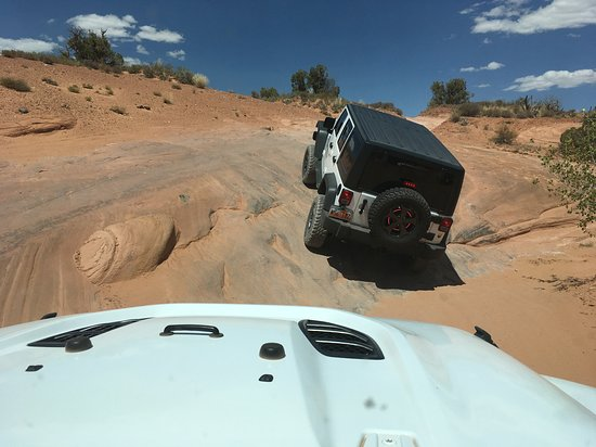 Arches National Park Backcountry 4x4 Half-Day Tour: Traveling through Arches National Park Backcountry.