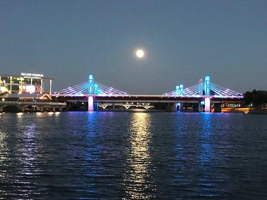 Brazos River Sunset Cruise in Waco: A beautiful night on the Brazos #WacoRiverSafari