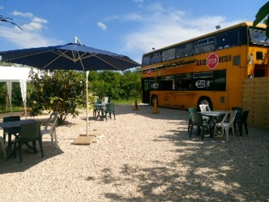 The Bus Stop Cafe: Terrasse