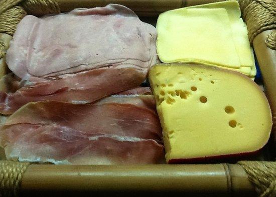 Sancho: Fiambres y quesos,,muy buenos