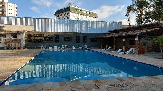 Hotel Santiago 33: Piscina gigantesca