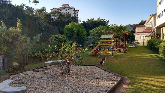 Hotel Santiago 33: Estacionamento.area verde.academia. quadra de área  e cama elástica