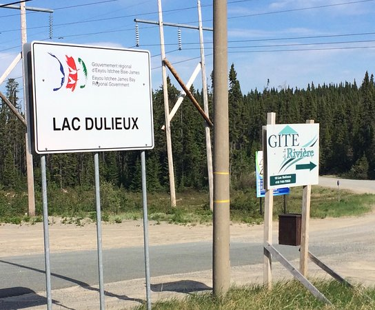 Chibougamau, แคนาดา: Sign on Highway 113