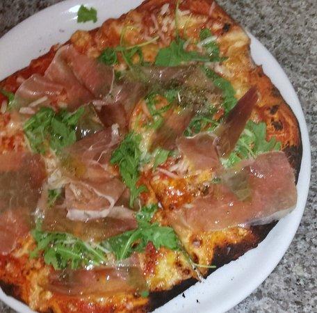 Trattoria Pizzeria La Lampara: La Pizza Rucoletta