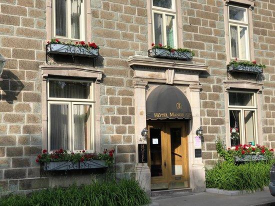 Le Manoir d'Auteuil: Entrance