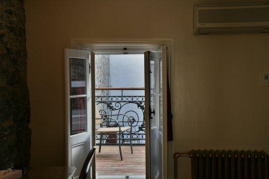Le Manoir d'Auteuil: small balcony (no view)