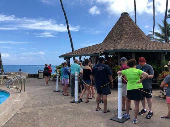 Gazebo Restaurant at Napili Shores: line at the Gazebo