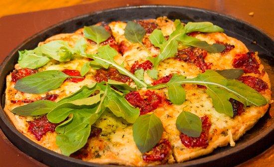 Pizzaria Serra Nostra: Pizza com massa fininha