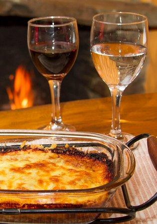 Pizzaria Serra Nostra: Lasanhas e carta de vinhos variada